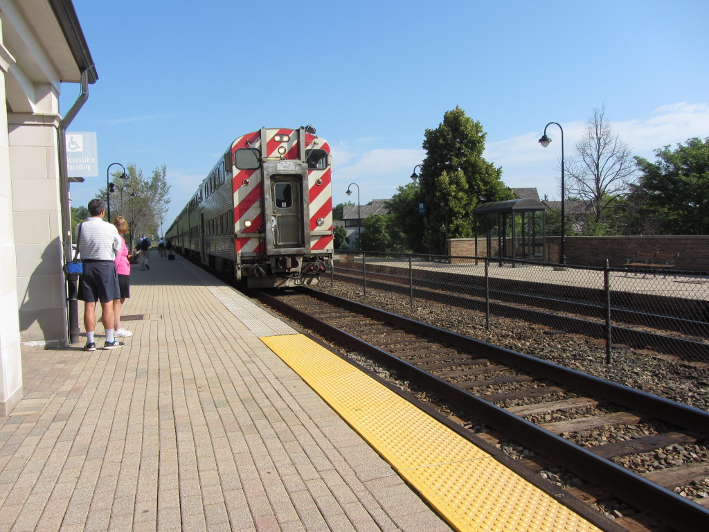 The Metra pulling into Lake Forest Station