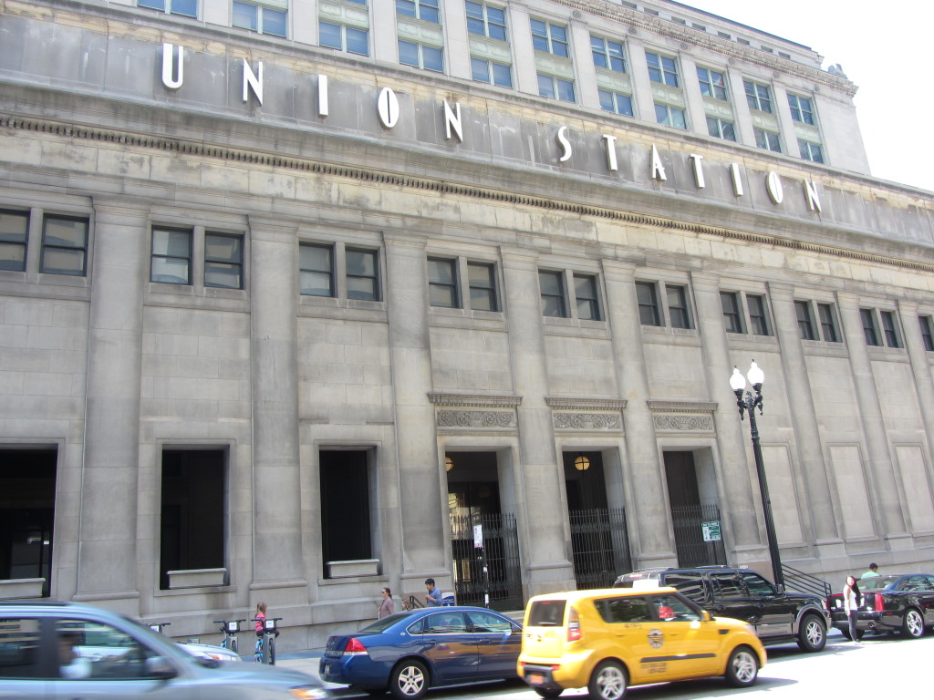 the Union Station sign in downtown Chicago
